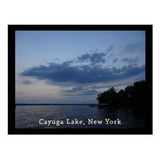 Lago azul NY Cayuga del cielo de la puesta del sol Tarjeta Postal