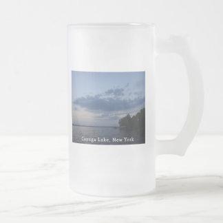 Lago azul NY Cayuga del cielo de la puesta del sol Taza De Cristal