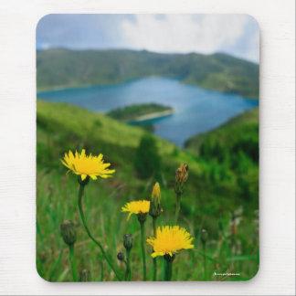 Lago caldera en las islas de Azores Mouse Pads