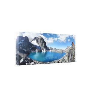 Lago Catherine y pico de la bandera - Sierra Impresión En Lienzo