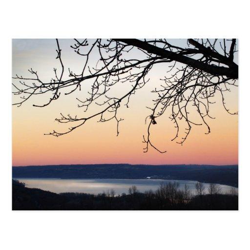 Lago Cayuga en la puesta del sol Postal