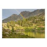 Lago Cecret con el arco iris sobre el castillo del Impresión Fotográfica