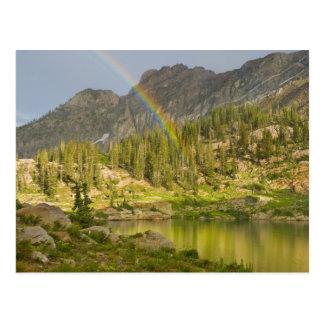 Lago Cecret con el arco iris sobre el castillo del Postal