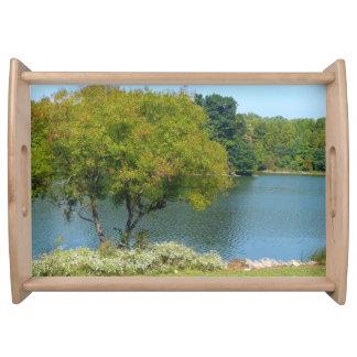 Lago centenario en la ciudad Maryland de Ellicott Bandeja