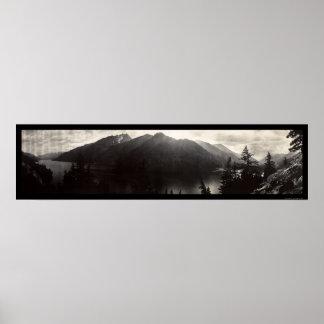 Lago Chelan, foto 1908 de las montañas de la casca Poster