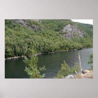 Lago colorido en el Adirondacks. impresión 005 Póster