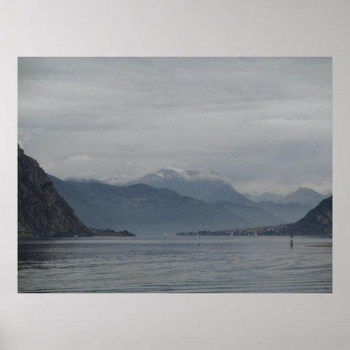 Lago Como y sus montañas Póster