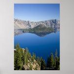 Lago crater e isla del mago póster
