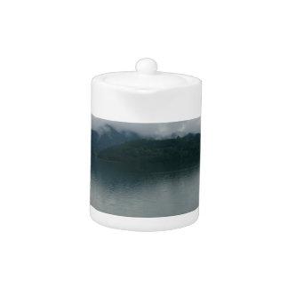 Lago dusk de Alaska del agua