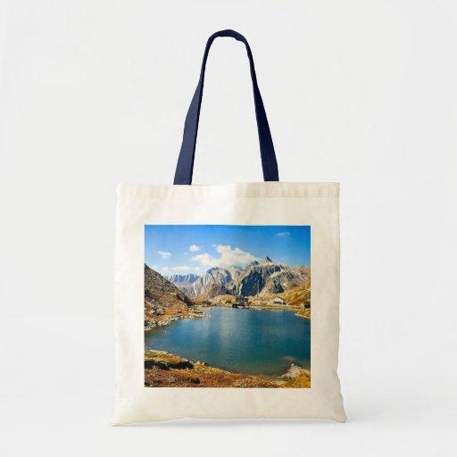 Lago en las altas montañas bolsa tela barata