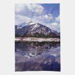 Lago en las montañas rocosas Colorado Toalla De Mano