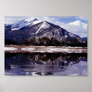 Lago en las montañas rocosas Colorado Póster
