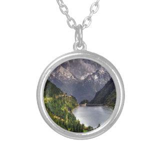 Lago en un valle grimpola personalizada