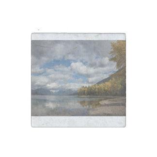 lago encontrado en Parque Nacional Glacier Imán De Piedra