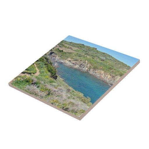 Lago entre las montañas azulejo cuadrado pequeño