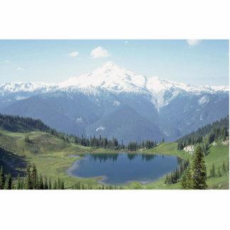 Lago entre las montañas esculturas fotográficas