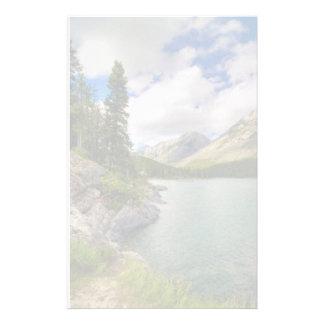 Lago escénico mountain papeleria de diseño