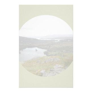 Lago Glanmore del paso Irlanda de Healy. Redondo Papeleria De Diseño