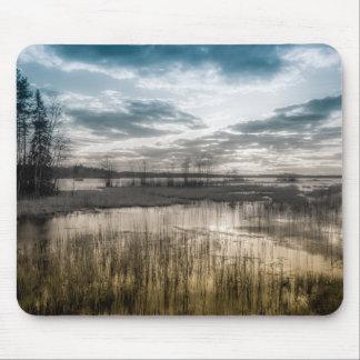 Lago melancólico alfombrilla de ratón