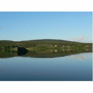 Lago mirror con la colina verde escultura fotográfica