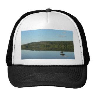 Lago mirror gorros bordados