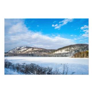Lago mirror y montaña desigual arte fotográfico