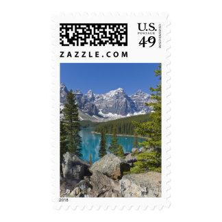 Lago moraine, canadiense Rockies, Alberta, Canadá Estampillas