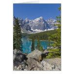 Lago moraine, canadiense Rockies, Alberta, Canadá Tarjeton