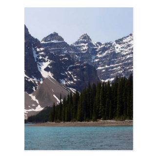 Lago moraine cerca de Lake Louise en Canadá Postal