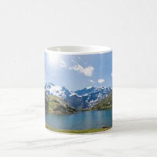 Lago Nero, Trentino, Italia Taza Clásica