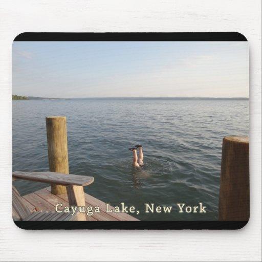 Lago NY Cayuga del agua del Handstand Alfombrilla De Ratón