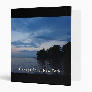 """Lago NY Cayuga del cielo azul de la puesta del sol Carpeta 1"""""""