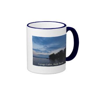 Lago NY Cayuga del cielo azul de la puesta del sol Taza De Dos Colores