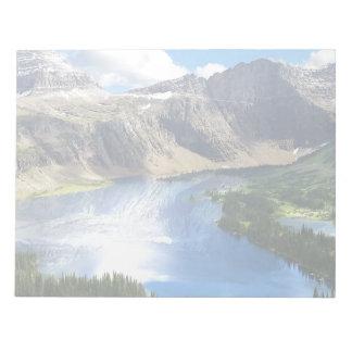 Lago ocultado en Parque Nacional Glacier Bloc De Papel