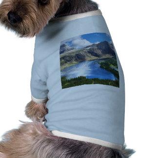 Lago ocultado en Parque Nacional Glacier Camisetas De Perrito