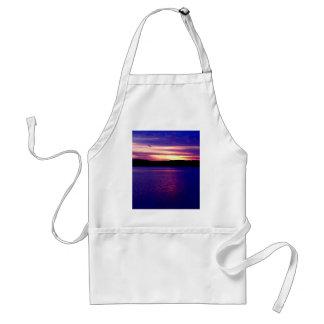 Lago púrpura azul sunset del lago camper de la gra delantal