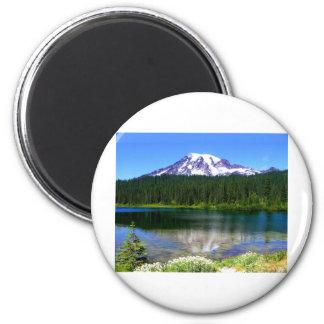 Lago reflection el Monte Rainier WA los E E U U Imanes Para Frigoríficos