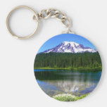 Lago reflection, el Monte Rainier, WA, los E.E.U.U Llavero Redondo Tipo Pin