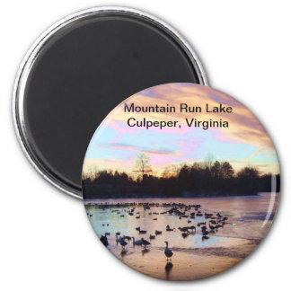 Lago run de la montaña imán redondo 5 cm