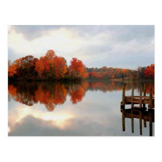 Lago run de la montaña postales