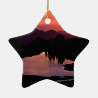 Lago Saint Andrews en la puesta del sol Ornamento Para Reyes Magos