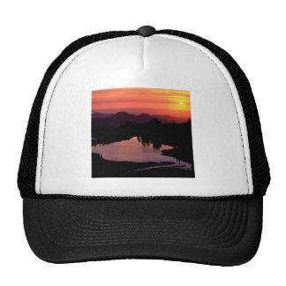 Lago Saint Andrews en la puesta del sol Gorros Bordados