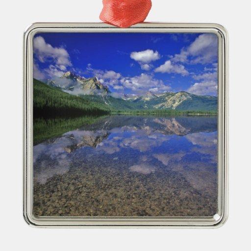Lago stanley en las montañas del diente de sierra  ornamente de reyes