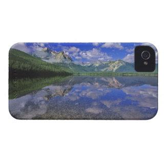 Lago stanley en las montañas del diente de sierra iPhone 4 cárcasas