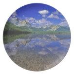 Lago stanley en las montañas del diente de sierra  platos para fiestas