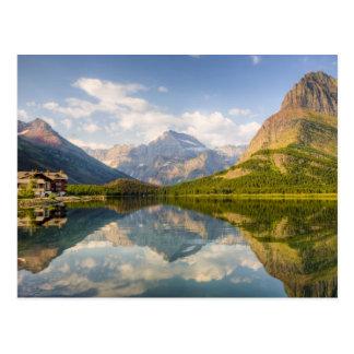 Lago Swiftcurrent con muchos hotel del glaciar y Tarjetas Postales