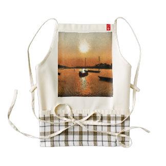 Lago y barcos en la puesta del sol delantal zazzle HEART