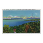 Lago y montañas verdes póster
