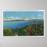 Lago y montañas verdes posters