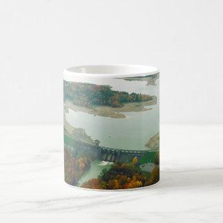 Lago y presa 2 berlin taza